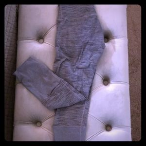 Lululemon gray wunder unders crop size 6